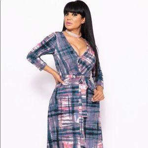 Dresses & Skirts - Elegant Maxi Dress With A Waist Tie